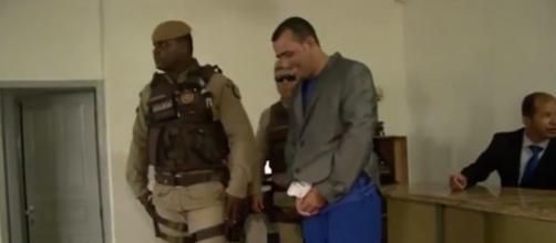 Vereador e presidiário baiano dá risadas ao tomar posse em 13 de janeiro