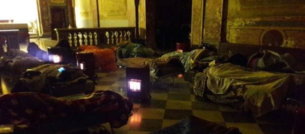 Roma, emergenza gelo: clochard dormono in chiesa