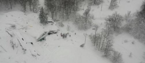 L'hotel Rigopiano dopo la tragedia