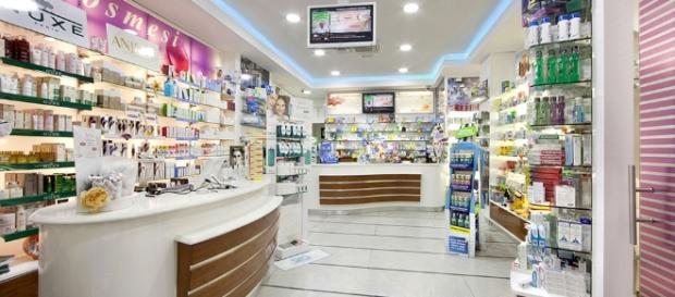 Farmacista sospeso per 4 mesi spiava le clienti in bagno - Telecamera in bagno ...