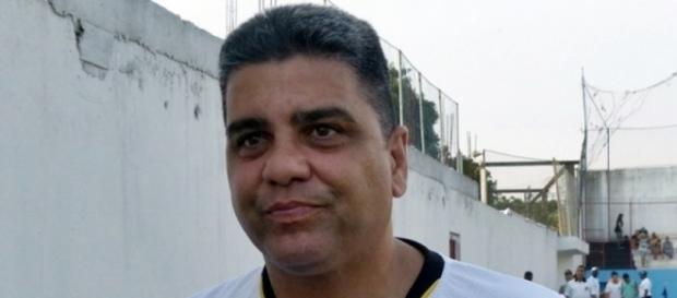 Marcelo Cabo é o atual técnico do Atlético-GO
