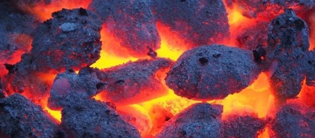 O carvão é a nova promessa para a beleza?