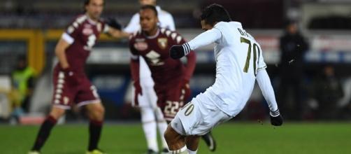 Il rigore di Carlos Bacca, 8° centro stagionale in Serie A