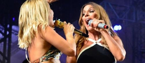 Ivete Sangalo e Claudinha Leitte cantam e dançam juntas em festa