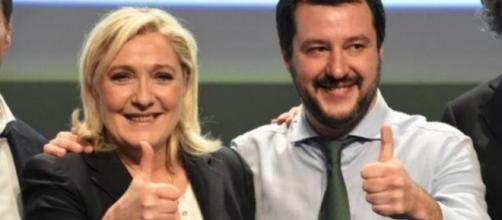 La leader del Front National, Marine Le Pen, insieme al segretario della Lega Nord, Matteo Salvini