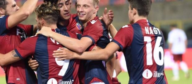 Bologna, l'esultanza dei calciatori.