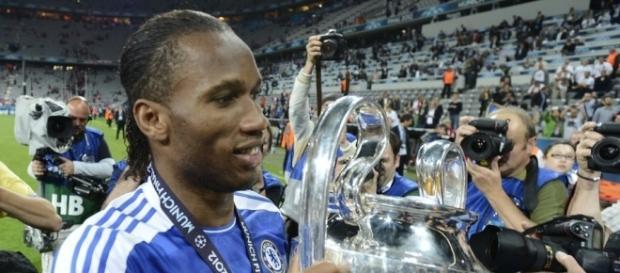 Drogba na época do Chelsea, quando venceu a Liga dos Campeões da Europa.