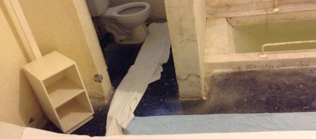 El interior de uno de los baños donde sólo o en pareja se disfruta del agüita misteriosa