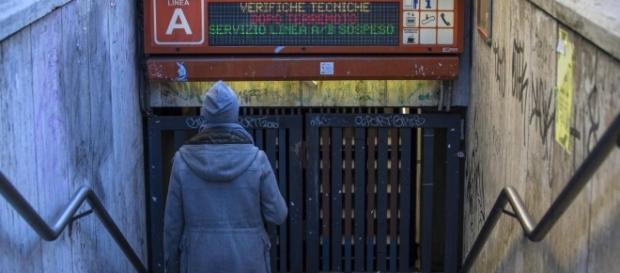 """Terremoto, paura e gente per strada a Roma. Raggi: """"Lunedì scuole ... - repubblica.it"""
