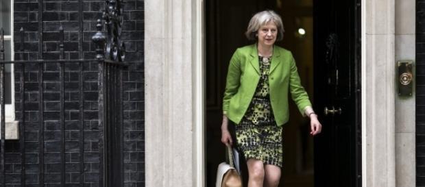 Theresa May face bagajele Marii Britanii