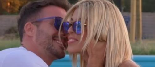 Bruno intenta besar a Oriana Marzoli