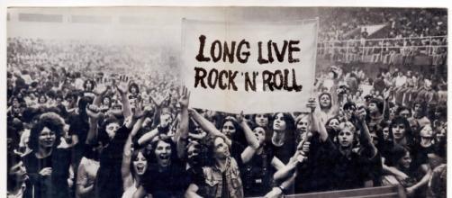 Desde os anos 50 o Rock vem conseguindo admiradores,provando que ele nunca irá morrer. (foto via Tumblr-Rock'n'roll & Clothing)