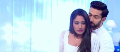 Shivaay (Nakul Mehta) and Anika (Surabhi Chandana) romance (Youtube screen grab)