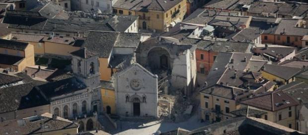 Terremoto, notte di paura: oltre 100 scosse in Italia centrale. In ... - repubblica.it