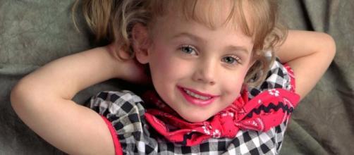 La piccola JonBenèt, vincitrice di numerosi concorsi di bellezza per bimbe
