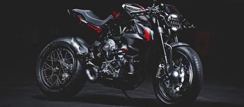 MV Agusta Brutale Dragster Blackout explora o lado mais agressivo e rebelde da moto