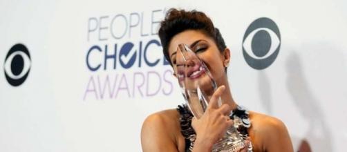 PHOTOS: Priyanka Chopra dazzles at People's Choice Awards 2016 ... - indianexpress.com
