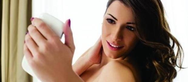 """Internauta pede nudes e garota envia foto """"surpresa"""""""