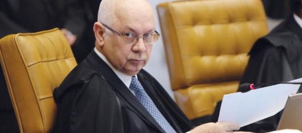 Ministro Teori Zavascki estava no avião que caiu a caminho de Angra dos Reis, no Rio.