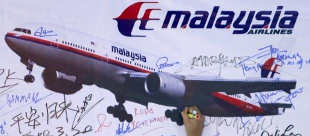 O anúncio de suspensão das buscas do voo MH370 foi feito pelos governos da Austrália, China e Malásia