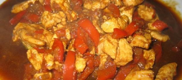 Il pollo con l'intruso è una ricetta molto saporita.