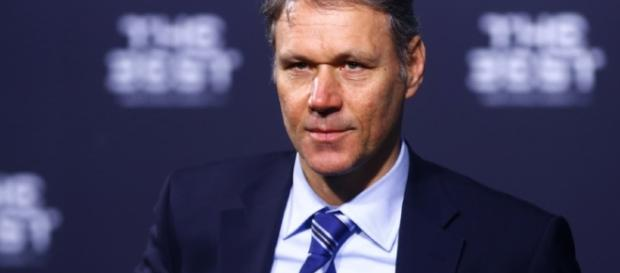 Van Basten jogou no Ajax e no Milan.
