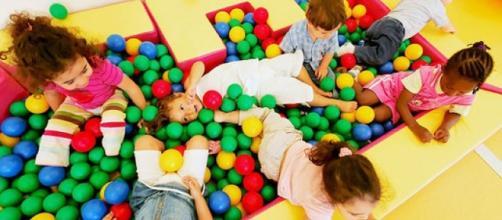 """""""Aiutiamoli a fare da soli"""" M. Montessori"""