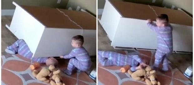 Cômoda caiu sobre os gêmeos que estavam brincando