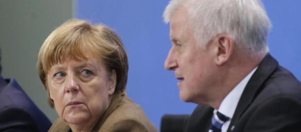 Horst Seehofer hat mal wieder einen Plan und die Kanzlerin zweifelt? (Fotoverantw./URG Suisse: Blasting.News Archiv)