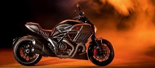 Ducati Diavel Diesel tem visual retro-futurista com estrutura em aço escovado