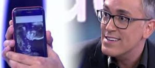 Kiko Hernánez, padre de dos niñas por gestación subrogada - lavanguardia.com