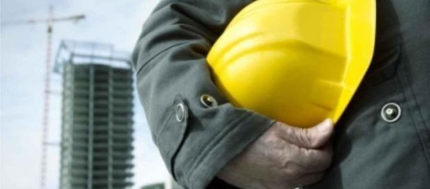 Empresas da construção civil se mobilizam para superar a crise no setor.