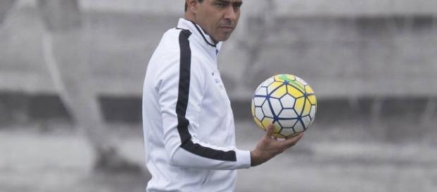 Em treino preparatório para jogo contra o São Paulo, Carille muda o time