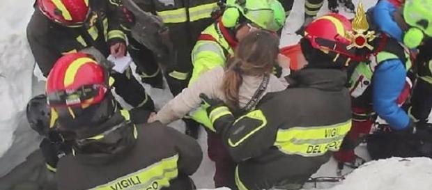 VIDEO EMOŢIONANT cu momentul SALVĂRII COPIILOR româncei din ITALIA