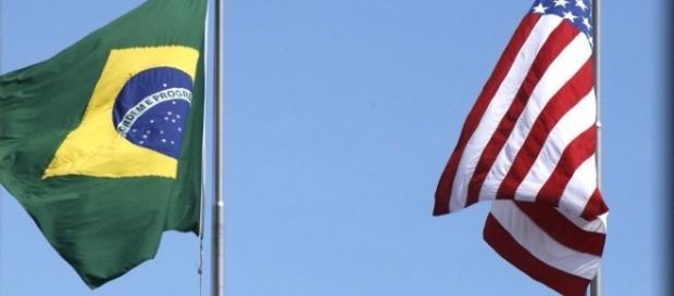 Bandeira do Brasil e dos EUA (Via Comprar Casa em Orlando)