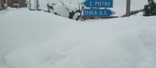 Comune di Isola del Gran Sasso d'Italia e frazioni: San Pietro, Cerchiara, Fano a Corno, Casale San Nicola sommerse dalla neve