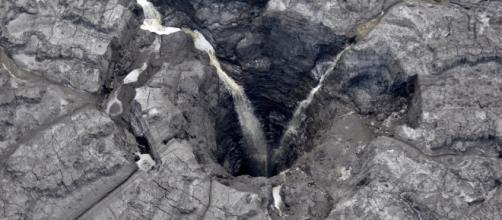 Massive sinkhole drains contaminated water into Floridan aquifer ... - wfla.com