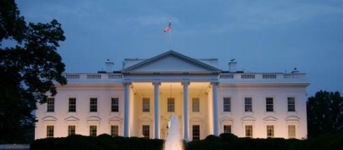 White House lights blink on and off for 'Fox and Friends' Wednesday morning. Photo: Blasting News Library - popsci.com