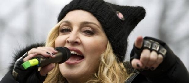 """""""Pensei em explodir a Casa Branca"""", disse a cantora"""