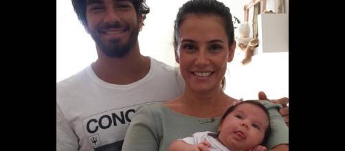 Deborah Secco faz apelo para proteger sua família