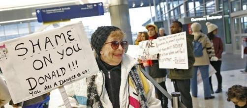 """L'Onu: """"Il bando sugli immigrati di Trump è meschino"""". May conferma la ... - lastampa.it"""
