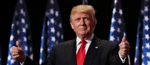 President Donald Trump threatens businesses who ship jobs overseas - Photo: Hello!