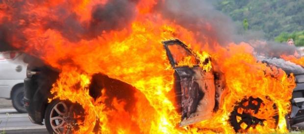 Carro incendiado - Imagem/Meramente Ilustrativo