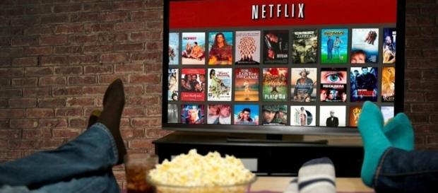 Familia assistindo à séries na Netflix