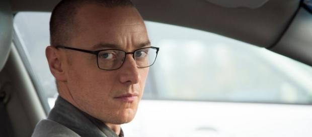 """James McAvoy é o """"Fragmentado"""" Kevin, um homem a braços com 23 personalidades distintas."""