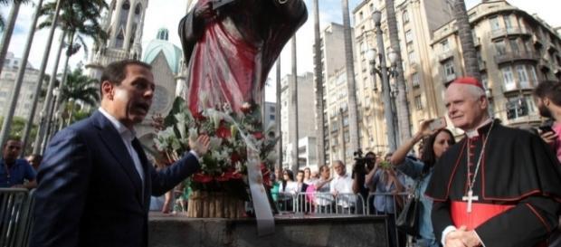 Jovem jornalista é preso na madrugada desta quarta-feira (25) após vandalizar monumento do apóstolo Paulo.