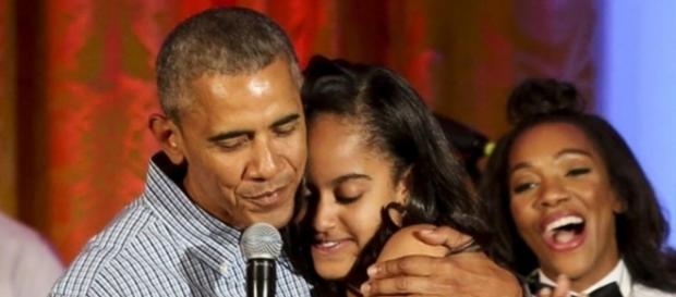 Malia, filha mais velha de Obama, abraça o cinema e começa estágio na área