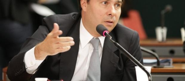 Rodrigo Maia consegue a suspensão de seu impedimento para a reeleição