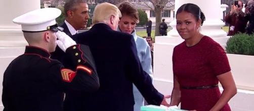 What's inside the tiffany box Melania trump gave Michelle Obama - Photo: Blasting News Library - scoopnest.com