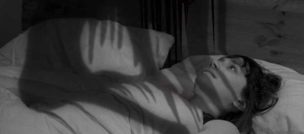 Durante a paralisia do sono, algumas pessoas sofrem algum tipo de alucinação